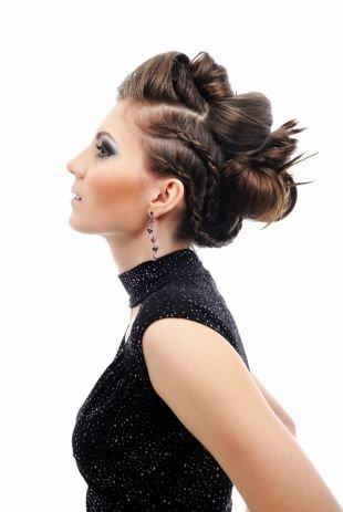 Модные прически на длинные волосы, прическа на выпускной - пучок с косами и высоким начесом