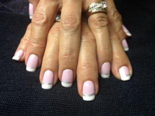 Бело-розовый маникюр, французский маникюр шеллаком разными цветами