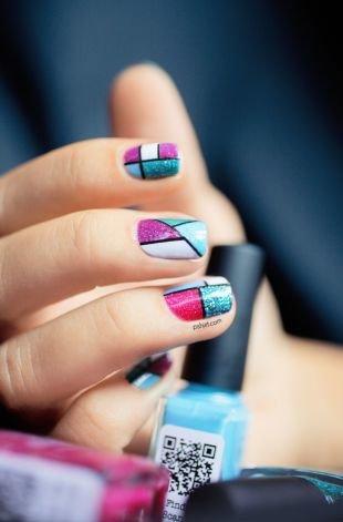 Оригинальные рисунки на ногтях, геометрический разноцветный маникюр на коротких ногтях