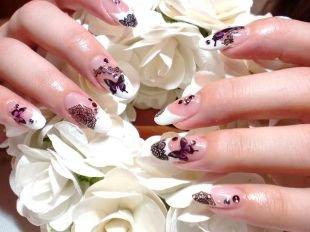 Рисунки на ногтях акрилом, френч с бабочками, кружевом и стразами