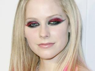 Авангардный макияж, макияж на хэллоуин с красными ресницами