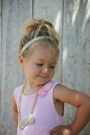 Прически с ободком на резинке на длинные волосы, повседневная прическа для девочки