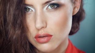 Макияж для брюнеток с зелеными глазами, светлый макияж для серо-зеленых глаз