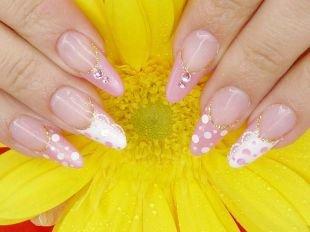 Двухцветный маникюр, свадебный бело-розовый френч в горошек