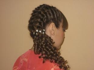 Цвет волос капучино, красивая прическа на день рождения