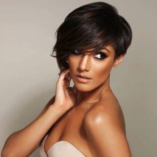 Коричневый цвет волос, восхитительная прическа на выпускной для коротких волос