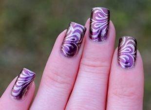Рисунки с узорами на ногтях, фиолетовый маникюр с серебристыми узорами